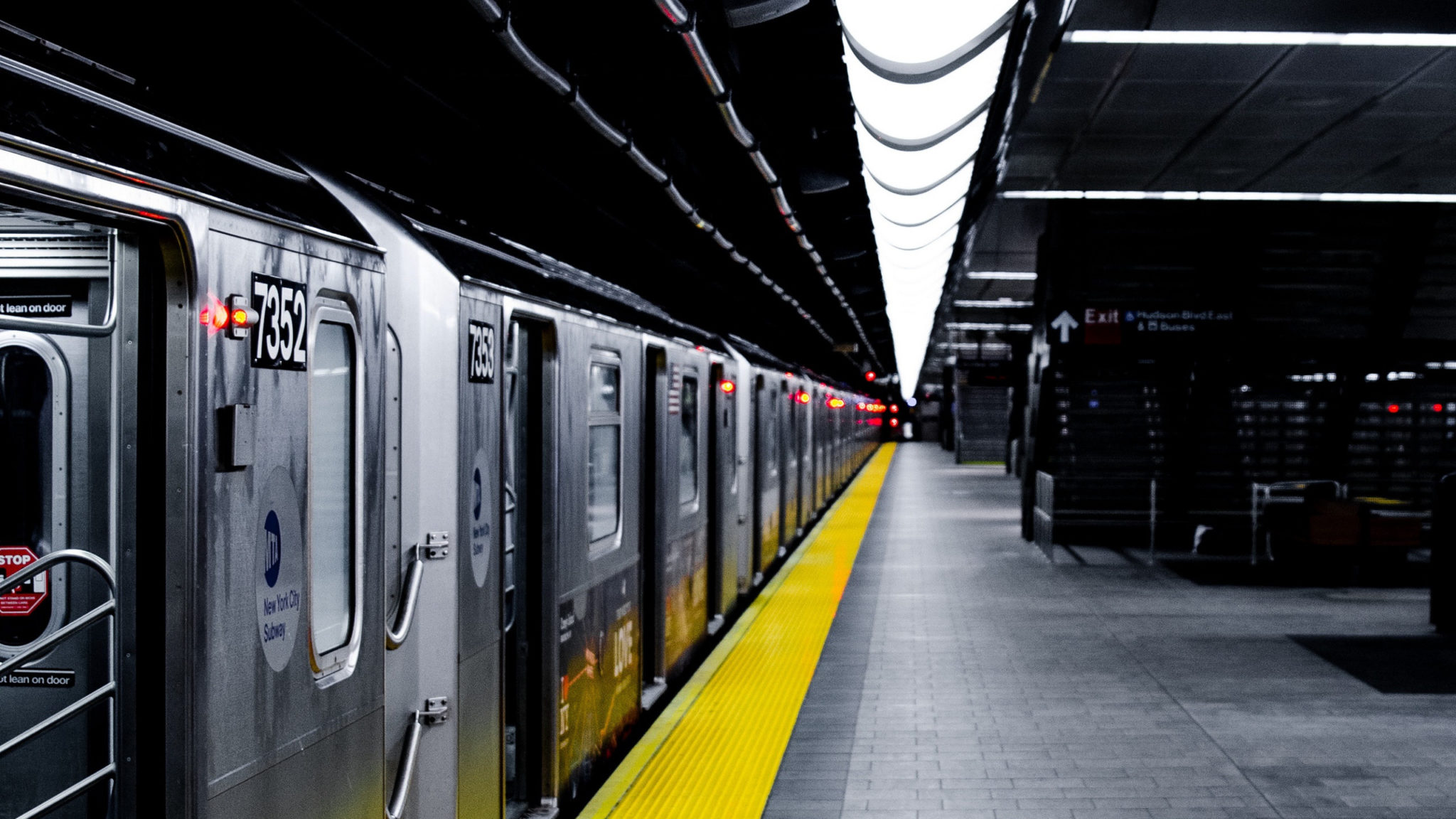 metro-podzemka-stantsiia-poezd